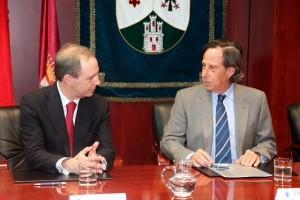 Convenio 003 300x200 El Ayuntamiento de Alcobendas y la UFV firman un convenio de colaboración