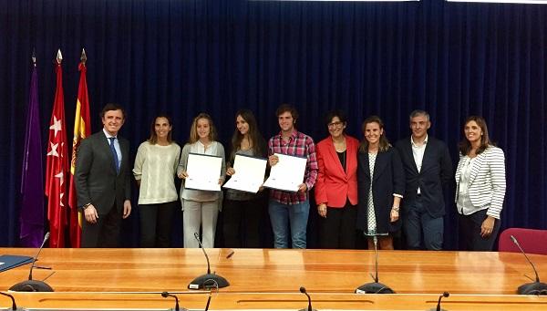 ayto pozuelo Tres alumnos de Pozuelo reciben una beca para estudiar en la Universidad Francisco de Vitoria Estudiar en Universidad Privada Madrid
