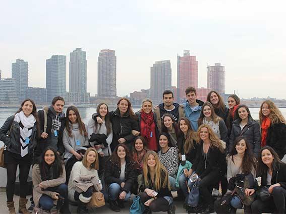 Book be the change EEUU Be the Change Estudiar en Universidad Privada Madrid