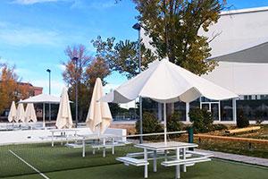 Rodilla UFV terraza padel En tus cafeterías Estudiar en Universidad Privada Madrid