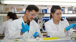 portada biomedecina titulaciones relacionadas Biotecnología + Farmacia Estudiar en Universidad Privada Madrid