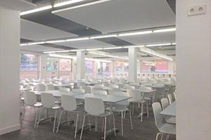 the market cafeteria mesas bajas UFV En tus cafeterías Estudiar en Universidad Privada Madrid