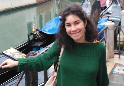 María Hernández La alumna de 3º de Periodismo y Relaciones Internacionales, María Hernández, reflexiona sobre el sentido de regalar en Navidad Estudiar en Universidad Privada Madrid