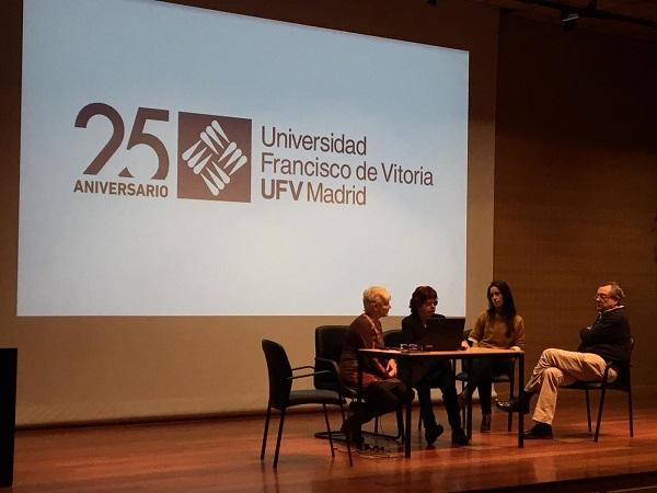Taller alumnos fisio 1 Los profesores de HCP en el grado de Fisioterapia organizan un taller con instituciones educativas y hospitalarias Estudiar en Universidad Privada Madrid