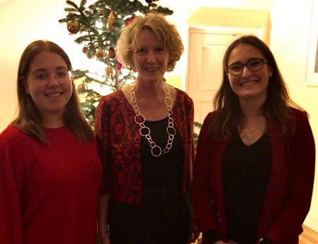 taylor Dos alumnas asistieron al homenaje celebrado en la embajada irlandesa en Madrid a Margarita Taylor Estudiar en Universidad Privada Madrid