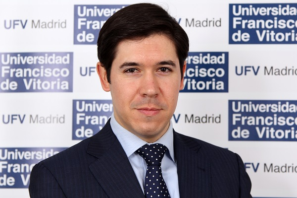 Álvaro de la Torre Gil El profesor Álvaro de la Torre, galardonado con uno de los Premios de Excelencia 2021 de la Universidad Carlos III de Madrid por su trayectoria como exalumno Estudiar en Universidad Privada Madrid