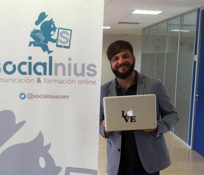 Chema Nieto alumni de la UFV forma su propia empresa Socialnius una agencia de Marketing Digital que ayuda a las empresas a dar a conocer su marca a su público objetivo 417x357 actualidad UFV
