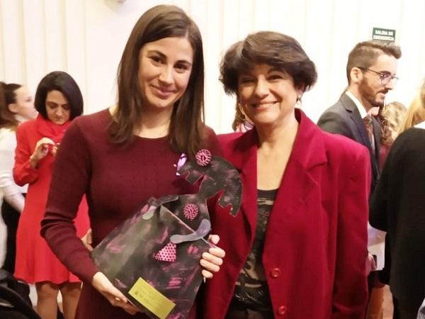 Cristina Fuentes La investigadora de la Cátedra de Inmigración Cristina Fuentes, galardonada por su trabajo en la lucha contra la violencia de género
