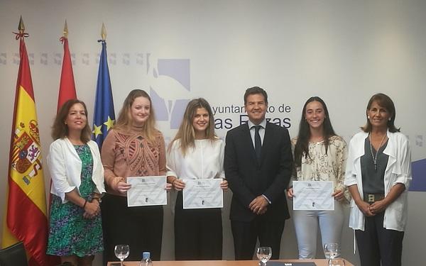 IMG 20180919 102440 La Universidad Francisco de Vitoria entrega las becas de excelencia a tres empadronadas en Las Rozas