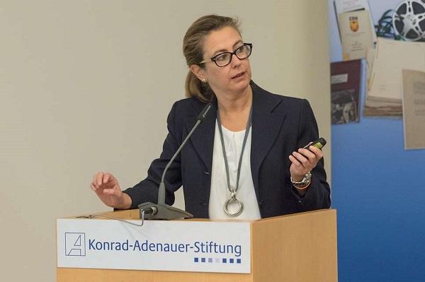 Natalia Urigüen Natalia Urigüen publica el libro 'A imagen y semejanza. La democracia cristiana alemana y su aportación a la transición española'