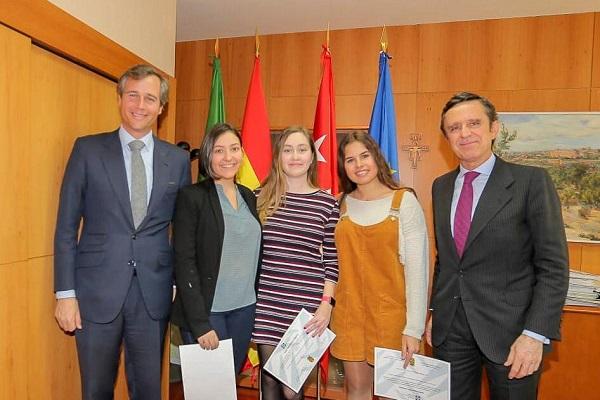 PHOTO 2019 01 16 18 34 46 El rector de la UFV entrega las becas de excelencia a tres empadronadas en Boadilla Estudiar en Universidad Privada Madrid