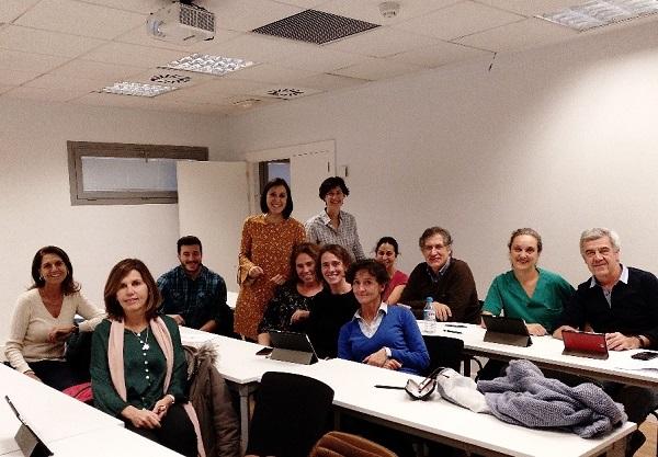 Profesora María Alonso Chamorro La profesora María Alonso Chamorro imparte un curso de innovación docente en el Hospital Universitario de Móstoles