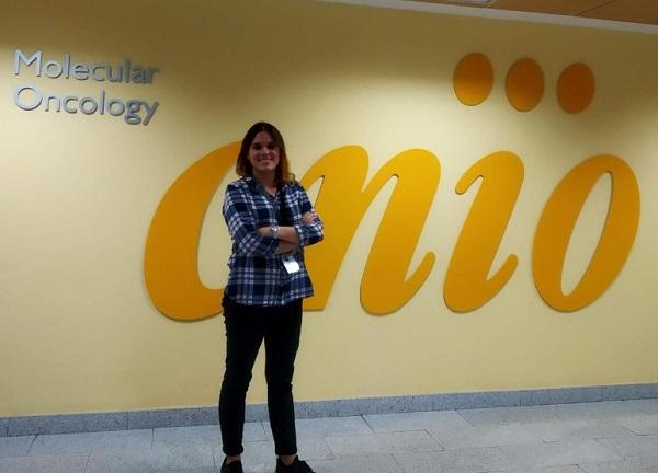 """Sara Ferández alumni de Biotecnología 2013 """"Ha sido un orgullo poner mi granito de arena contra el cáncer de mama"""" Sara Ferández, alumni de Biotecnología (2013): """"Ha sido un orgullo poner mi granito de arena contra el cáncer de mama"""""""