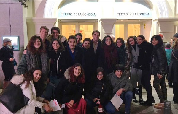 c8f3aee6 f386 4a96 86c0 6da1ad3d9118 Los alumnos del Grupo de Teatro asisten a una obra de Lope de Vega
