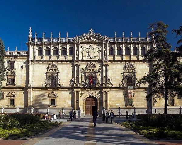 """uah Los alumnos de los nuevos grados UFV en """"Humanidades"""" y """"Filosofía, Política y Economía (FPE)"""" visitaron la Universidad de Alcalá de Henares"""
