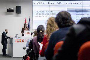 BM D8A1617 300x200 La directora del grado en Creación y Narración de Videojuegos de la Universidad Francisco de Vitoria, Belén Mainer, ha presentado el Libro Blanco del Desarrollo Español de Videojuegos en su edición de 2018