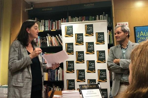 b83f5620 0b3b 4350 9047 514c1874dd18 Paloma Puente, profesora de la UFV, presenta su libro solidario Un café con... en La Casa del Libro Estudiar en Universidad Privada Madrid