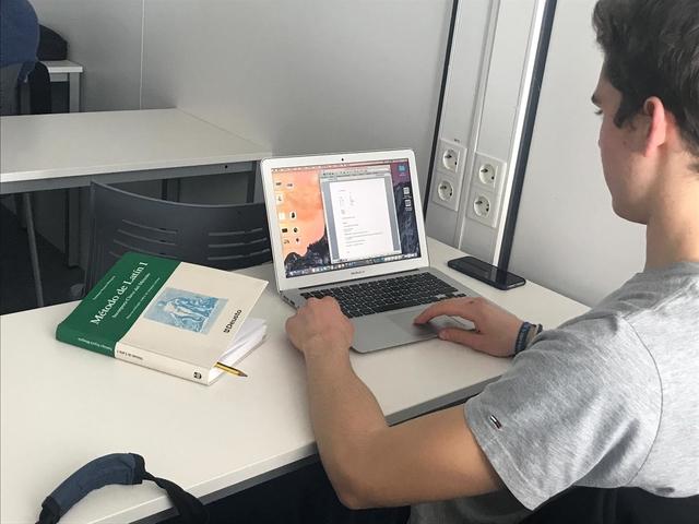 Alumno de la escuela de Latin ufv La UFV cuenta por primera vez con una escuela de latín dirigida a alumnos, doctorandos y profesores