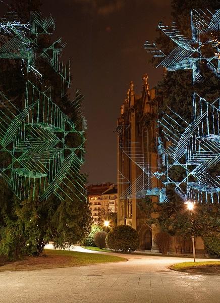 Javier Riera 1  Javier Riera realiza una intervención con proyecciones de luz en los jardines de la Catedral nueva de Vitoria Gasteiz