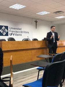 Ponencia Marzo 006 Iñigo Arruti, miembro delConsejodel Grado de Gastronomía y director General de Hilton, visita la UFV