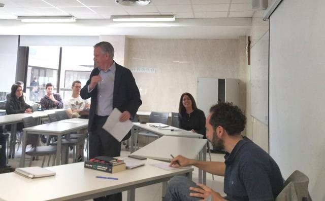 """clase tres ufv Tomás Alfaro, José Luis Parada y Nieves Carmona imparten una """"clase a tres voces"""" sobre el papel del Estado en la economía"""
