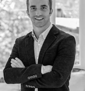 Alex 1 279x300 Alejandro Pavón, profesor de Marketing en la UFV ha sido entrevistado en Melodía FM para analizar la campaña Festivaleando con Brugal Estudiar en Universidad Privada Madrid
