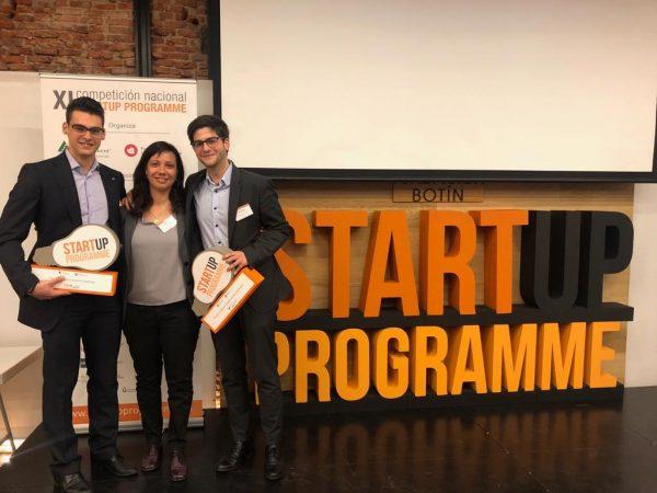 Foto Pablo Pedro y Bego SP 1 e1557761015450 El equipo SyTaCa de la UFV ganador de Startup Programme 2019 representará a España en la final internacional del programa de emprendimiento Junior Achievement Europe Enterprise Challenge