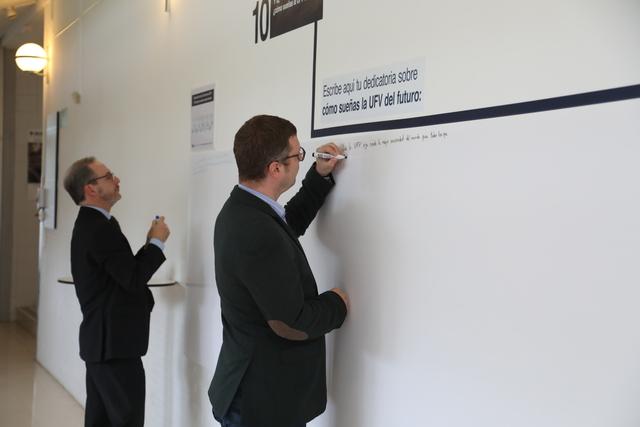 expo 25a 1 El Rector, Daniel Sada, inaugura la exposición del 25 Aniversario UFV