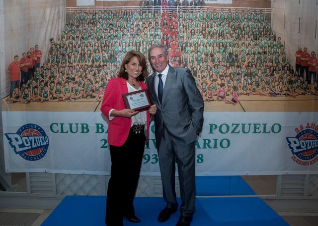 homenaje ufv baloncesto El Club de Baloncesto Pozuelo agradece a la UFV su apoyoen su 25 Aniversario