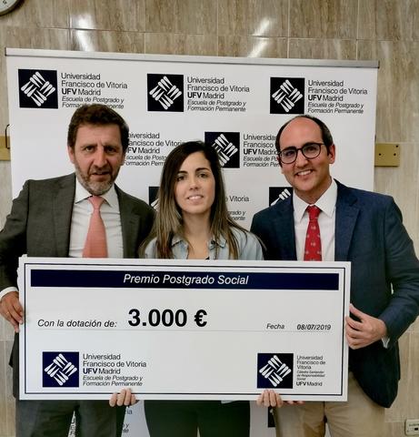 premio postgrado social Noelia Álvarez recibe el Premio Postgrado Social