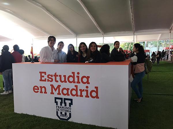 151019 5 La Universidad Francisco de Vitoria, presente en la Feria de orientación vocacional de Ciudad de México Estudiar en Universidad Privada Madrid