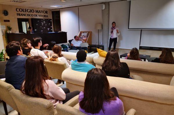 PHOTO 2019 10 24 00 36 33 2 e1572342475147 Alumnos del Colegio Mayor se reúnen con Esperanza Vera, presidenta de la Asociación Bokatas Estudiar en Universidad Privada Madrid