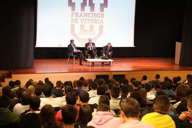IMG 7664 Easy Resize.com  Vicente del Bosque visita la UFV para explicar a nuestros alumnos la importancia de los valores a lo largo de una carrera profesional Estudiar en Universidad Privada Madrid