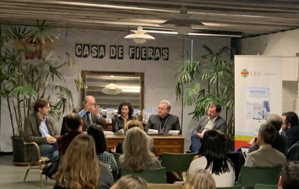 ELdclKhWoAE8Dtt e1576063458395 Álvaro Abellán García participa en la presentación de Infoética: el periodismo liberado de lo políticamente correcto