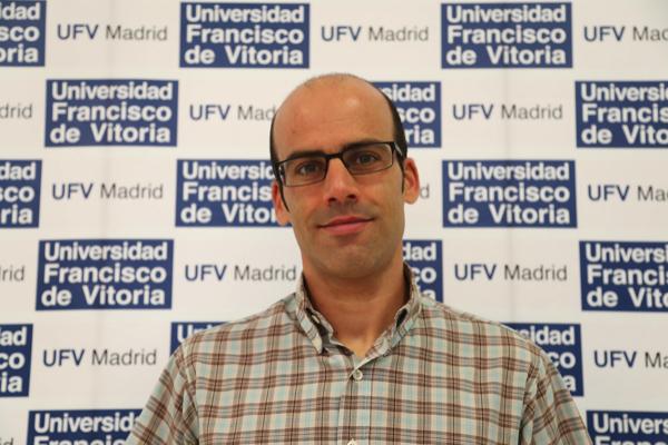 A David Varillas 1 David Varillas, responsable de la Unidad de Apoyo a la Investigación de la Facultad de Medicina UFV, llama a la calma ante la preocupación por el Coronavirus