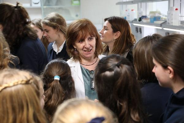 Rosa María Tolon Varias investigadoras de la UFV charlan con alumnas del Colegio Highlands los Fresnos sobre ciencia Estudiar en Universidad Privada Madrid