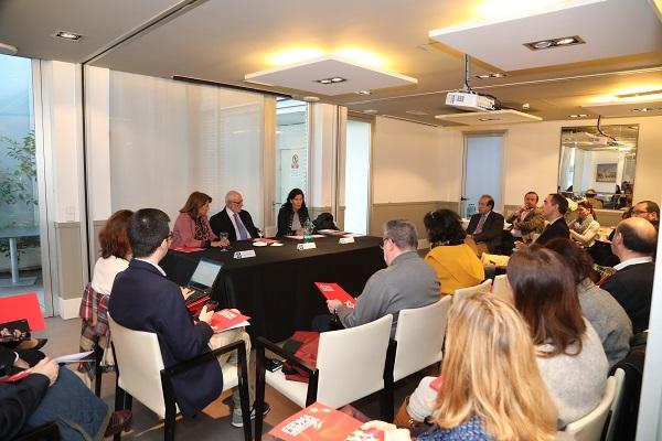 charla Benigno Blanco general Benigno Blanco, expresidente del Foro Español de la Familia, analiza la situación de la familia en Españaen una charla en la Universidad Francisco de Vitoria