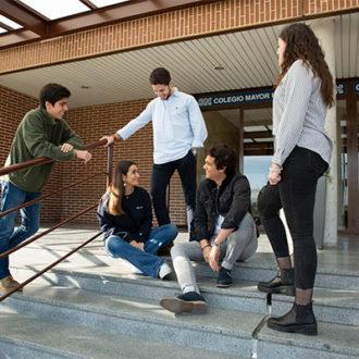 colegio mayor zonas exterior 01 330x330 Instalaciones Estudiar en Universidad Privada Madrid