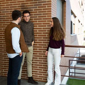 colegio mayor zonas exterior 03 330x330 Instalaciones Estudiar en Universidad Privada Madrid