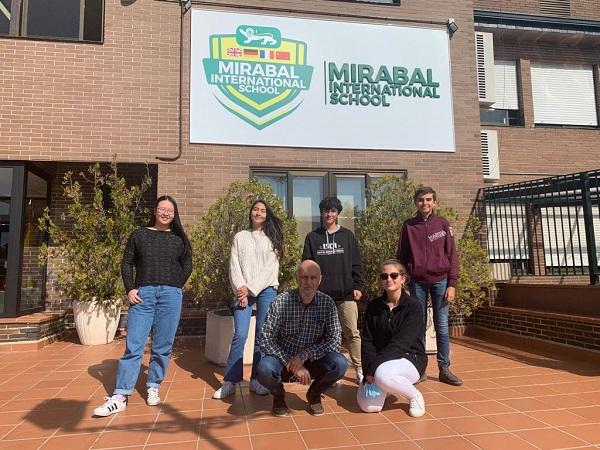 Colegio Mirabal subcampeones Tide VIII El colegio Esclavas Chamberí gana la VIII edición online del Torneo Intermunicipal de Debate Escolar de la Universidad Francisco de Vitoria Estudiar en Universidad Privada Madrid