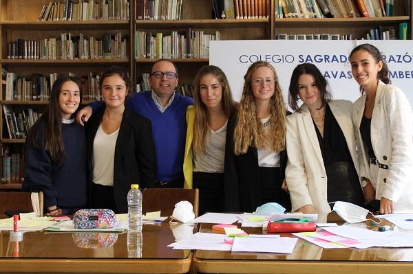 Esclavas Chamberi ganadores TIDE VIII El colegio Esclavas Chamberí gana la VIII edición online del Torneo Intermunicipal de Debate Escolar de la Universidad Francisco de Vitoria Estudiar en Universidad Privada Madrid