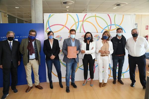 Firma Las Rozas UFV 2 La Universidad Francisco de Vitoria y Las Rozas CF firman un convenio para realizar una investigación sobre la genética de sus deportistas Estudiar en Universidad Privada Madrid