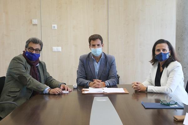 Firma Las Rozas UFV 3 La Universidad Francisco de Vitoria y Las Rozas CF firman un convenio para realizar una investigación sobre la genética de sus deportistas Estudiar en Universidad Privada Madrid