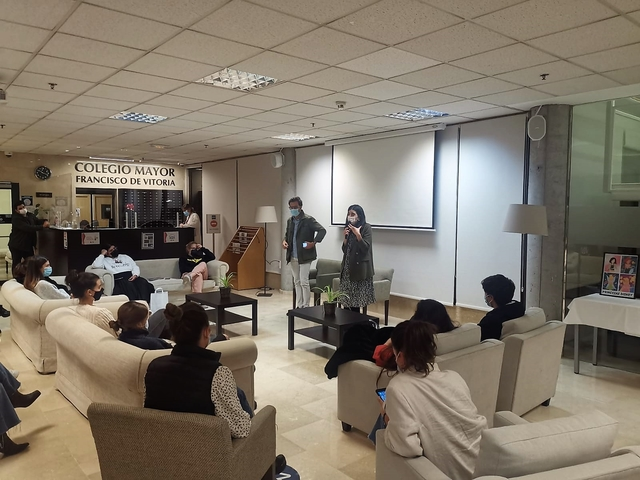 %name Alfonso de Luján, fundador de Parafina.co, visita a los colegiales del Colegio Mayor Francisco de Vitoria Estudiar en Universidad Privada Madrid