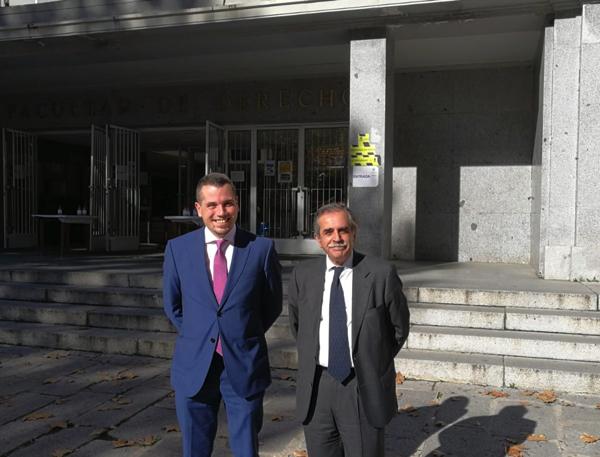 Defensa Tesis JMSR Imagen 1 El Profesor UFV Jesús Miguel Santos consigue la máxima calificación en su defensa de Tesis Doctoral Estudiar en Universidad Privada Madrid