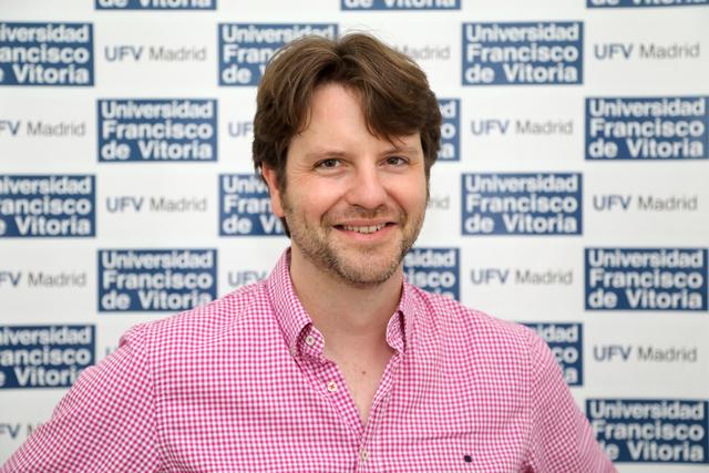 Abellan Charla sobre La palabra creativa y la manipulación del lenguaje Estudiar en Universidad Privada Madrid