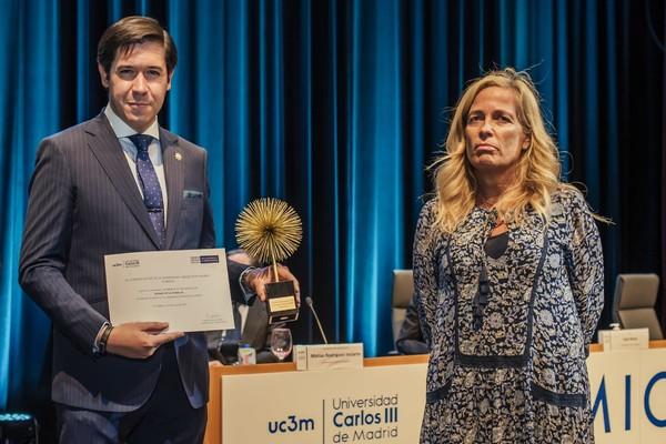 %name El profesor Álvaro de la Torre, galardonado con uno de los Premios de Excelencia 2021 de la Universidad Carlos III de Madrid por su trayectoria como exalumno Estudiar en Universidad Privada Madrid
