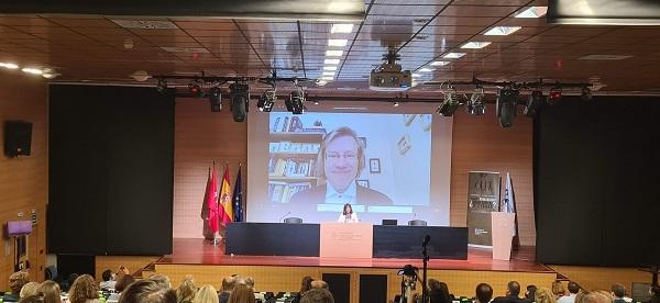"""Charla Anders Sandberg 1 Concluye el Congreso Razón Abierta sobre Transhumanismo con Elena Postigo, directora del Congreso: """"Seguiremos pensando qué significa ser humanos y trabajando sobre transhumanismo y posthumanismo. De momento no somos ciborgs sino sapiens"""" Estudiar en Universidad Privada Madrid"""