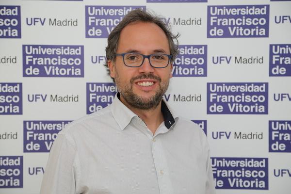 IMG 8810 copia 2 Nuestro profesor Raúl Alelú, presente en la Feria del Libro 2021 Estudiar en Universidad Privada Madrid